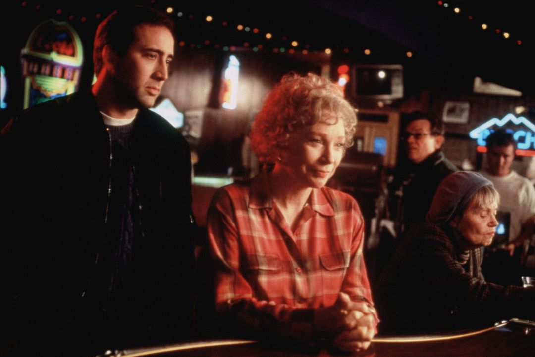 Der Secret Service Agent Doug Chesnic (Nicolas Cage, l.) muss die Ex-First Lady und enge Freundin des jetzigen Präsidenten Tess Carlisle (Shirley M... - Bildquelle: TriStar Pictures