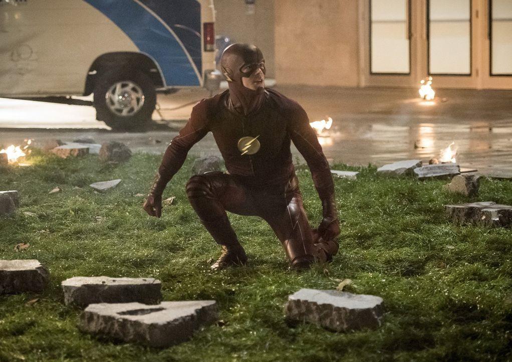 Während Barry alias The Flash (Grant Gustin) mit seinen Superhelden-Freunden gegen brutale Aliens kämpft, möchte auch Wally unbedingt seine neuen Fä... - Bildquelle: 2016 Warner Bros.