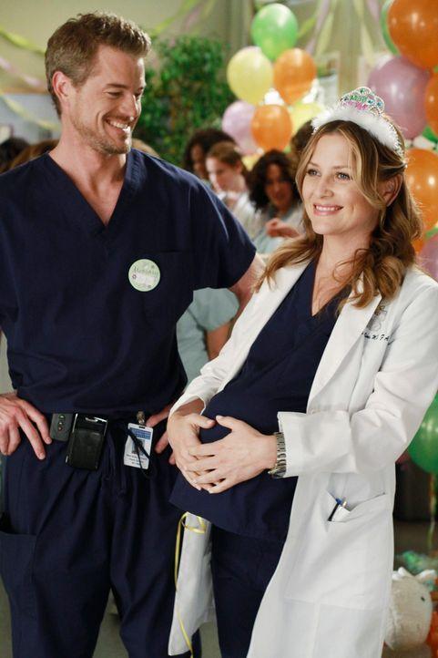 Haben unterschiedliche Meinungen darüber, wie die Babyparty von Callie ablaufen soll: Arizona (Jessica Capshaw, r.) und Mark (Eric Dane, l.) ... - Bildquelle: ABC Studios