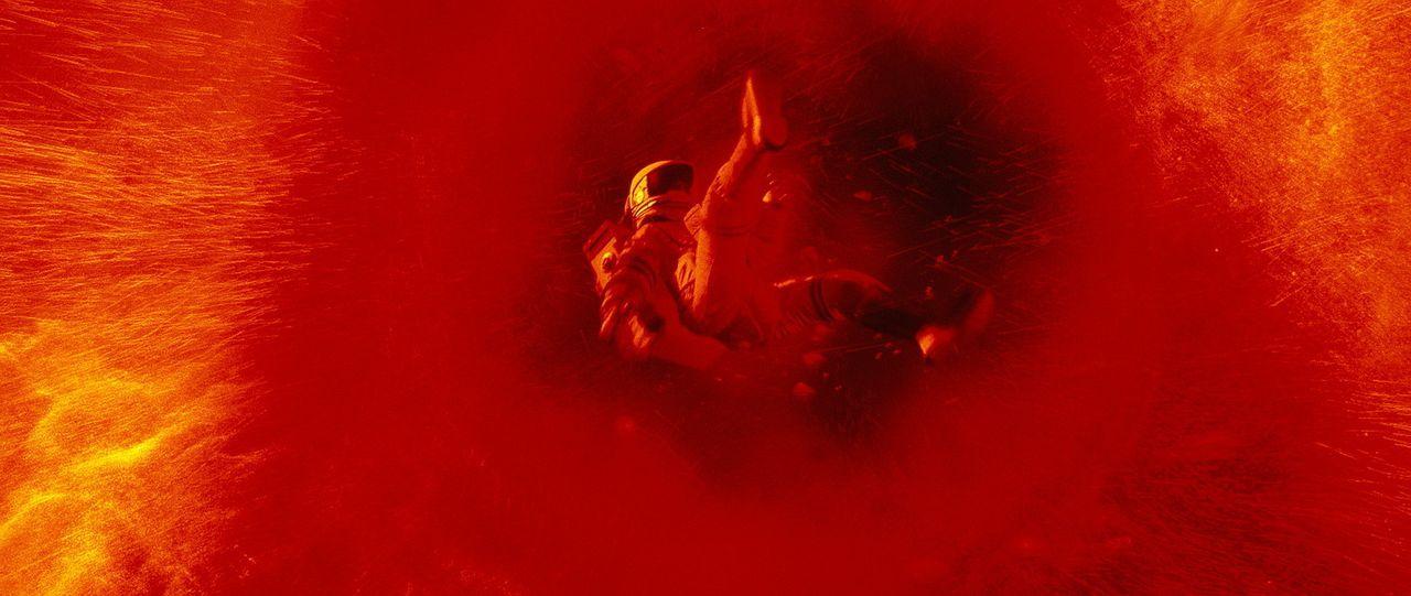 Völlig unvorhergesehen geraten die Astronauten in einen alles verschlingenden Wirbelsturm. Mit letzter Kraft gelingt es Kommandeur Luke Graham, ein... - Bildquelle: Touchstone Pictures