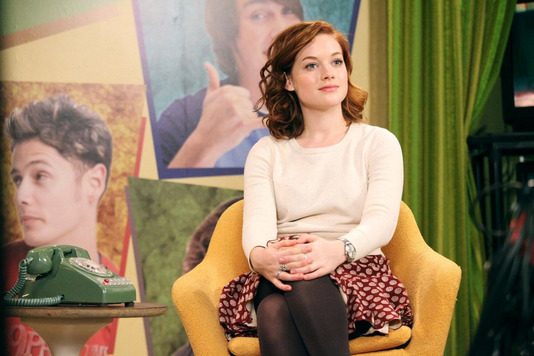 Übernimmt den Job als Produzentin des Schulsenders: Tessa (Jane Levy) ... - Bildquelle: Warner Brothers