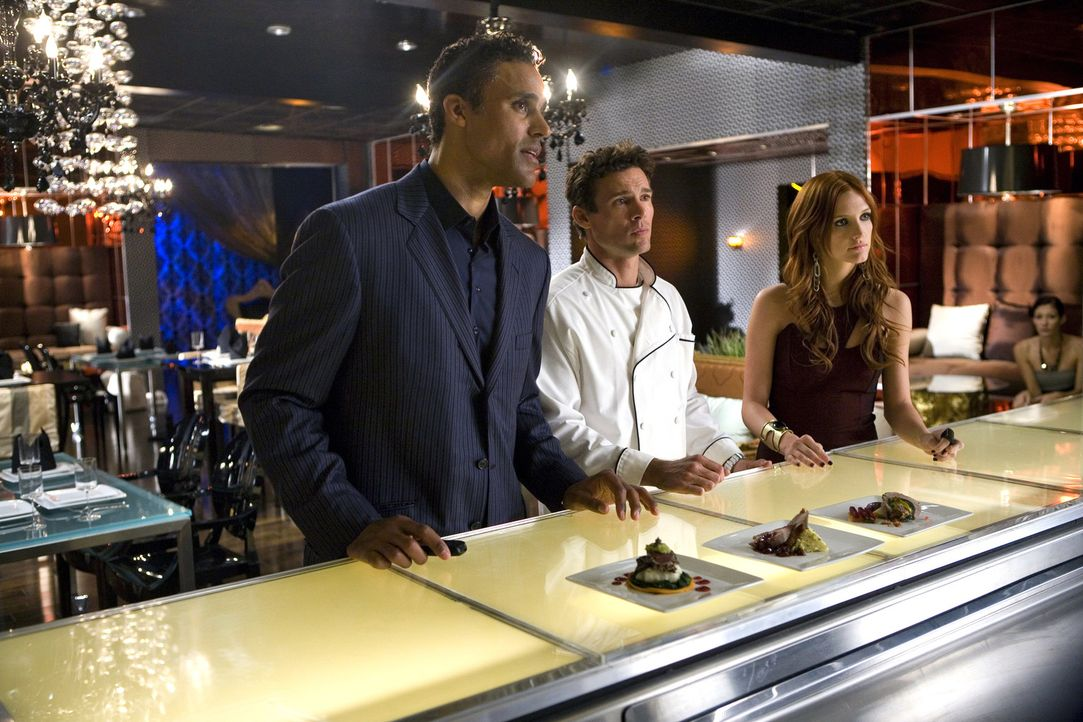 Warum lässt sich Auggie vor dem Ladenbesitzer Mason (Rick Fox, l.) von seinem Chef Marcello (Ethan Erickson, M.) erniedrigen - oder wird er sich mi... - Bildquelle: 2009 The CW Network, LLC. All rights reserved.