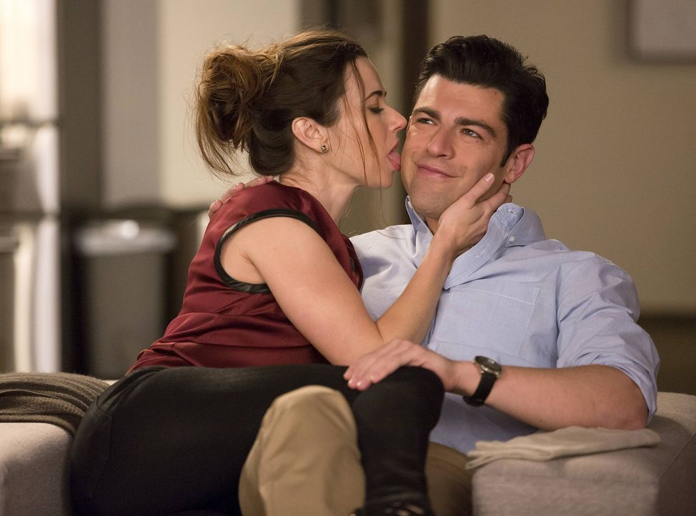 Während Jess zu Nick ins Zimmer zieht, macht sich Cece Sorgen um Schmidt (Max Greenfield, r.), da sie glaubt, dass Abby (Linda Cardellini, l.) ihn n... - Bildquelle: 2013 Twentieth Century Fox Film Corporation. All rights reserved.