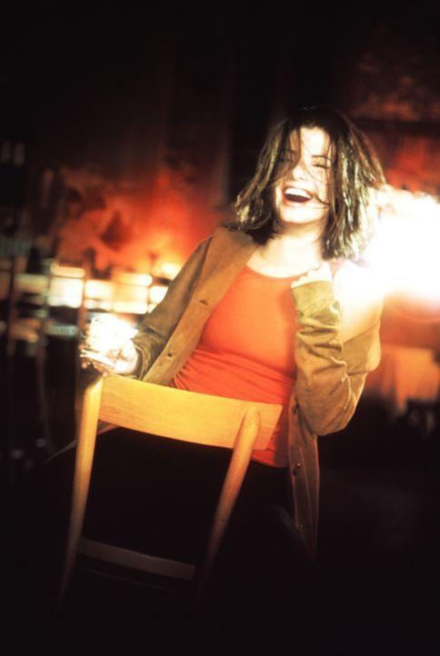 Die junge erfolgreiche Journalistin Gwen Cummings (Sandra Bullock) feiert gerne alkoholisiert. Dies wird ihr zum Verhängnis ... - Bildquelle: Columbia TriStar Film GmbH