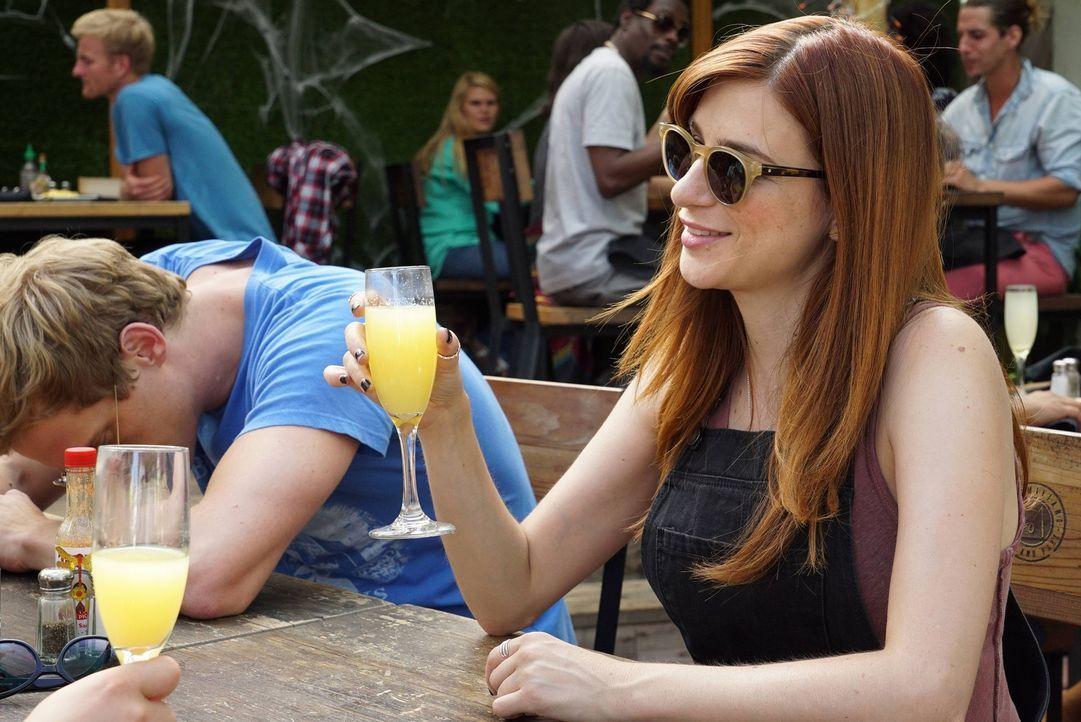 Was würde Jimmy (Chris Geere, l.) alles dafür tun, dass Gretchen (Aya Cash, r.) aus ihrer Depression ausbrechen kann? - Bildquelle: 2015 Fox and its related entities.  All rights reserved.