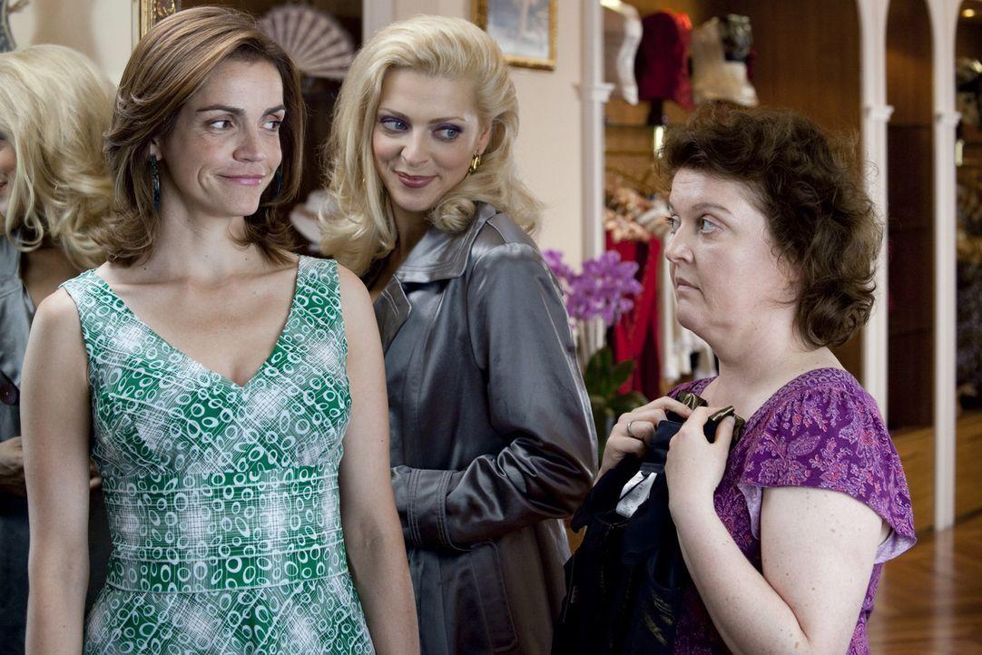 Endlich shoppen ohne schlechtes Gewissen: Moni (Rebecca Immanuel, l.) und ihre Freundinnen Nicole (Nadja Petri, M.) und Sabine (Dagmar Sachse, r.).... - Bildquelle: SAT.1
