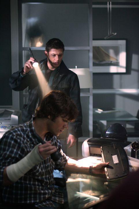 Sam (Jared Padalecki, vorne) und Dean (Jensen Ackles, hinten) müssen sich beeilen, wenn sie den nächsten Mord verhindern wollen ...