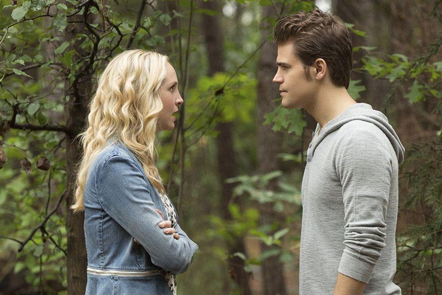Stefan und Caroline: Kuss - Bildquelle: Warner Bros. Entertainment Inc
