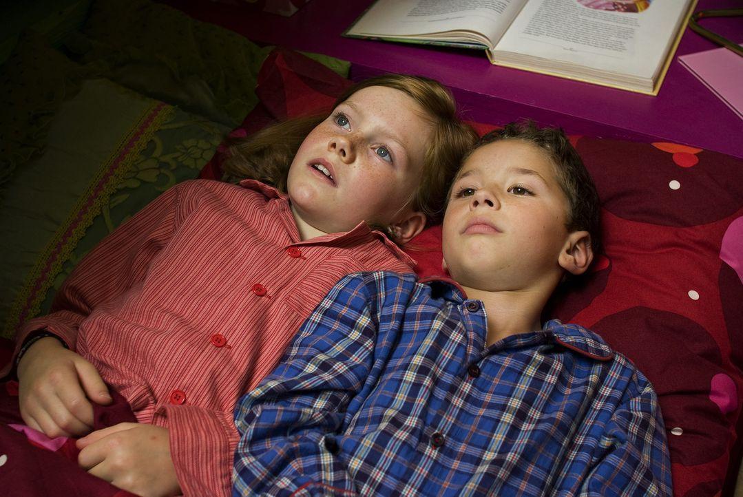 Bisher war Lilli (Alina Freund, l.) ein völlig normales Mädchen, das mit ihrer Mutter und ihrem kleinem Bruder Leon (Sami Herzog, r.) ein gewöhnl... - Bildquelle: Marco Nagel Disney