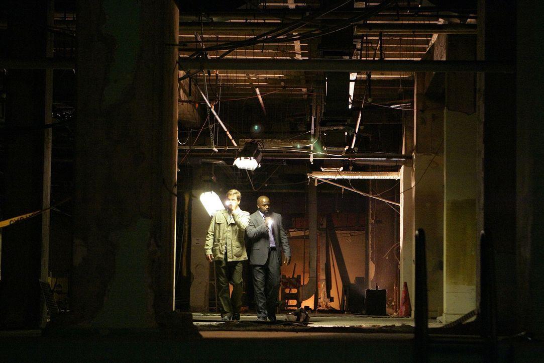 Ermitteln in einem neuen Fall: David (Alimi Ballard, r.) und Colby (Dylan Bruno, l.) - Bildquelle: Paramount Network Television