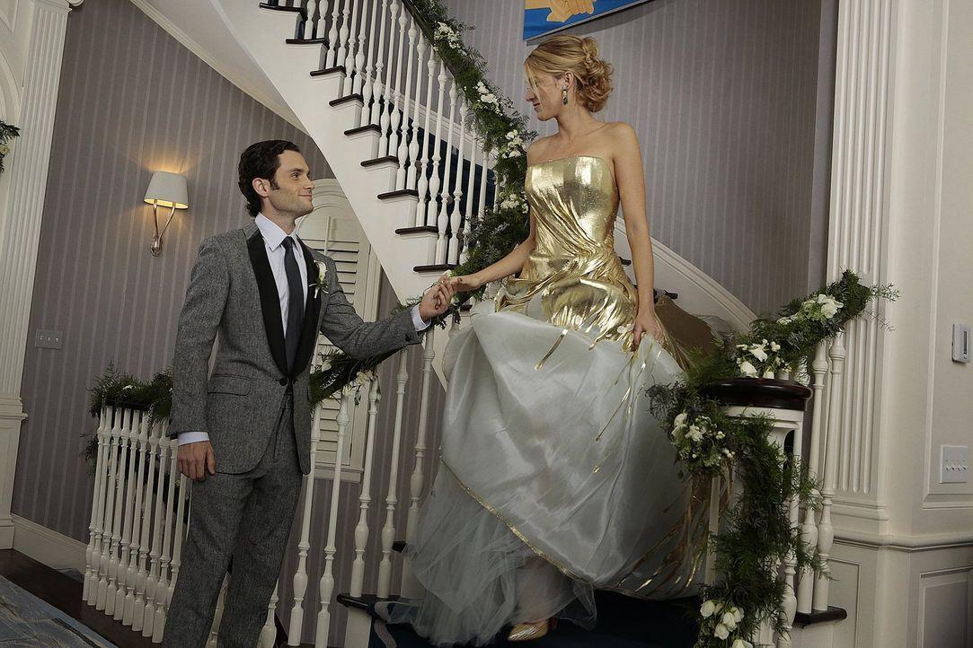 Ihr großer Tag steht bevor: Serena (Blake Lively, r.) und Dan (Penn Badgley, l.) ... - Bildquelle: Warner Brothers