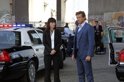 Ein neuer Fall beschäftigt: Teresa Lisbon (Robin Tunney, l.) und Patrick Jane...