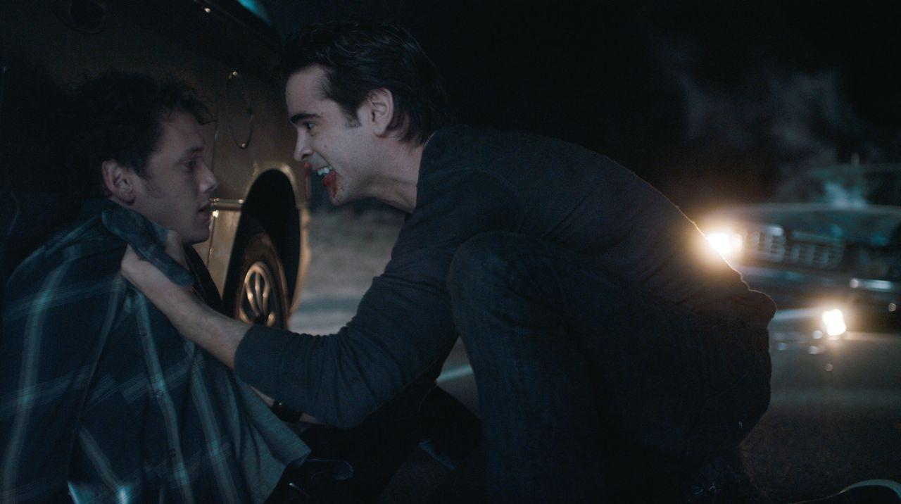 Erst wollte ihm niemand glauben, und dann sind alle auf der Flucht vor dem Vampir Jerry (Colin Farrell, r.): Charley (Anton Yelchin, l.) ... - Bildquelle: Lorey Sebastian, John Bramley Dreamworks Studios.  All rights reserved