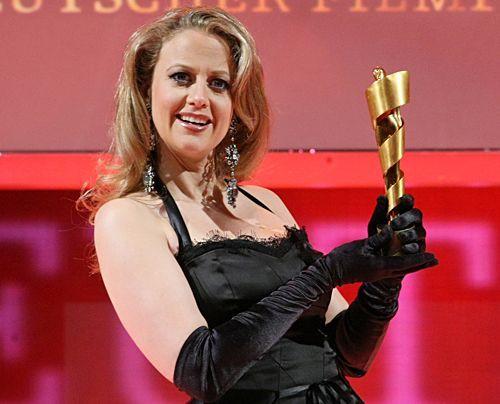 Die schönsten Seiten des sexy Multitalents.  Bei der Pressekonferenz zum Deutschen Filmpreis 2008. - Bildquelle: dpa