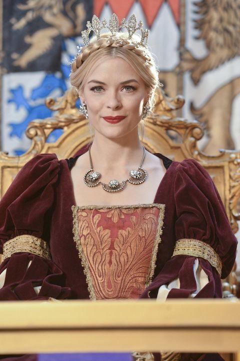 Die Rolle als umworbene Adlige gefällt Lemon (Jaime King) gut, aber mit der Aggressivität der Werber hatte sie nicht gerechnet ... - Bildquelle: Warner Brothers