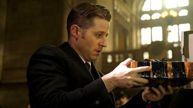 Gotham - Bullock und Gordon (Ben McKenzie) verfolgen eine komplizierte Spur e...