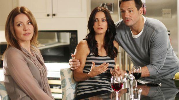 Ellie (Christa Miller, l.) hilft Jules (Courteney Cox, M.) und Grayson (Josh...