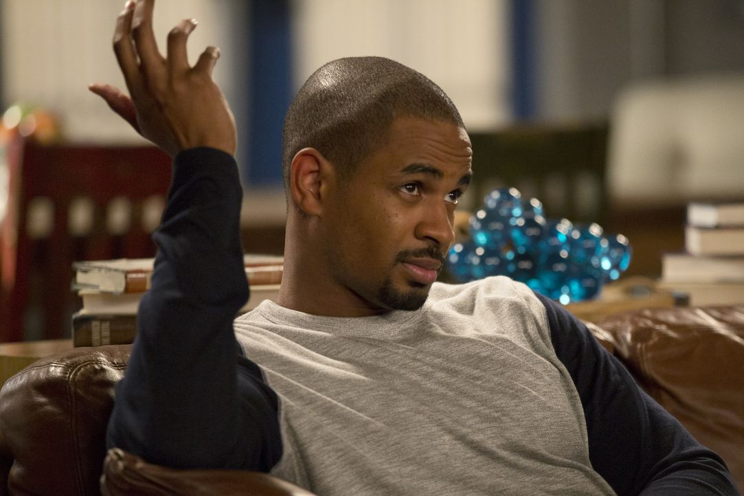 Entwickelt eine Plan, um auch in Zukunft ein gutes Leben zu haben: Coach (Damon Wayans Jr.) ... - Bildquelle: 2015 Twentieth Century Fox Film Corporation. All rights reserved.