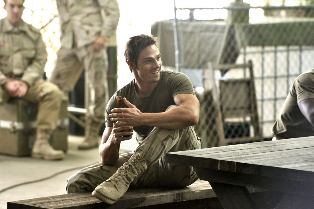 Rückblick: Vincent (Jay Ryan) als Soldat während des Afghanistankriegs - Bildquelle: 2012 The CW Network, LLC. All rights reserved.