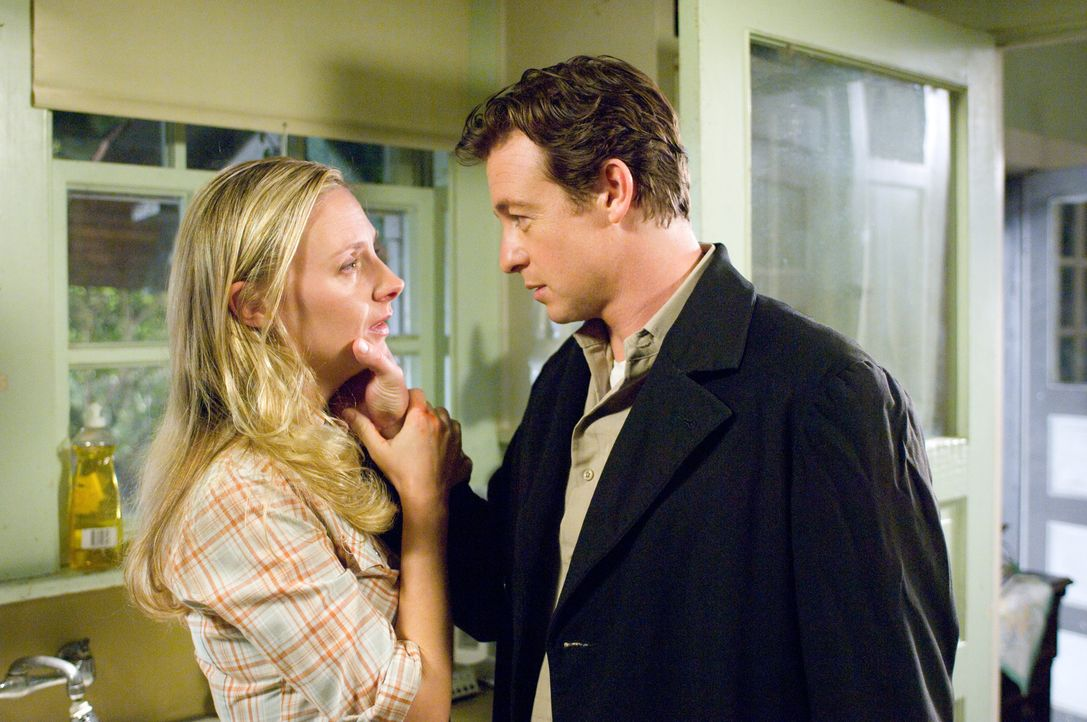 Spielt mit einem Fremden (Simon Baker, r.): Ellen (Hope Davis, l.) ... - Bildquelle: 2009 Stage 6 Films, Inc. All Rights Reserved.