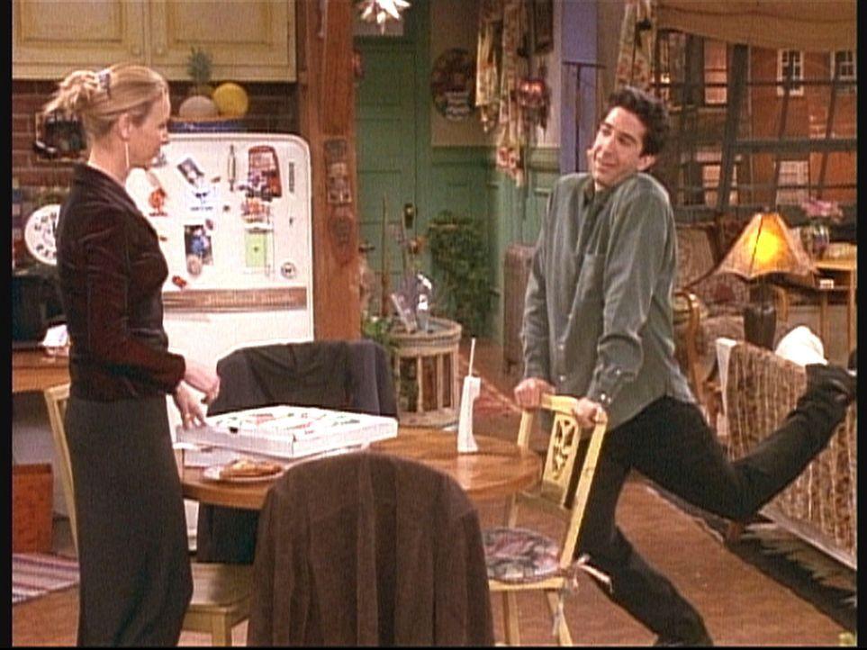 Phoebe (Lisa Kudrow, l.) findet Ross' (David Schwimmer, r.) Verhalten sehr merkwürdig ... - Bildquelle: TM+  2000 WARNER BROS.