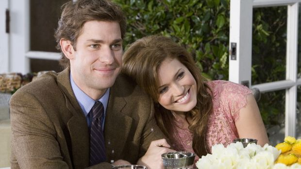 Ben (John Krasinski, l.) und Sadie (Mandy Moore, r.) sind frisch verlobt und...