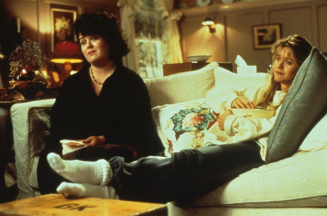 Bei der Edelschnulze 'Die große Liebe meines Lebens' geraten Annie (Meg Ryan, r.) und ihre beste Freundin (Rosie O?Donnell, l.) ins Träumen ... - Bildquelle: Columbia TriStar
