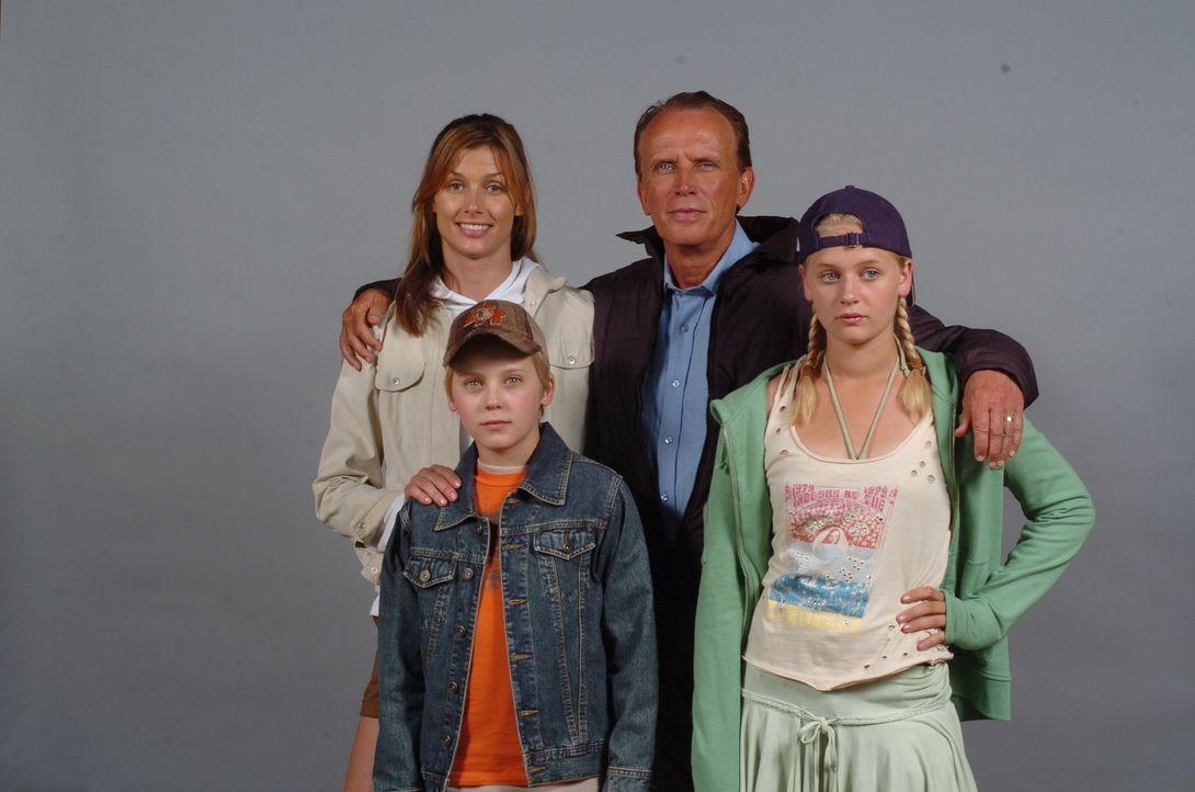 Statt Traumurlaub landen sie in einem Alptraum, aus dem es kein Erwachen zu geben scheint: (v.l.n.r.) Amy (Bridget Moynahan), David (Connor Dowds),...