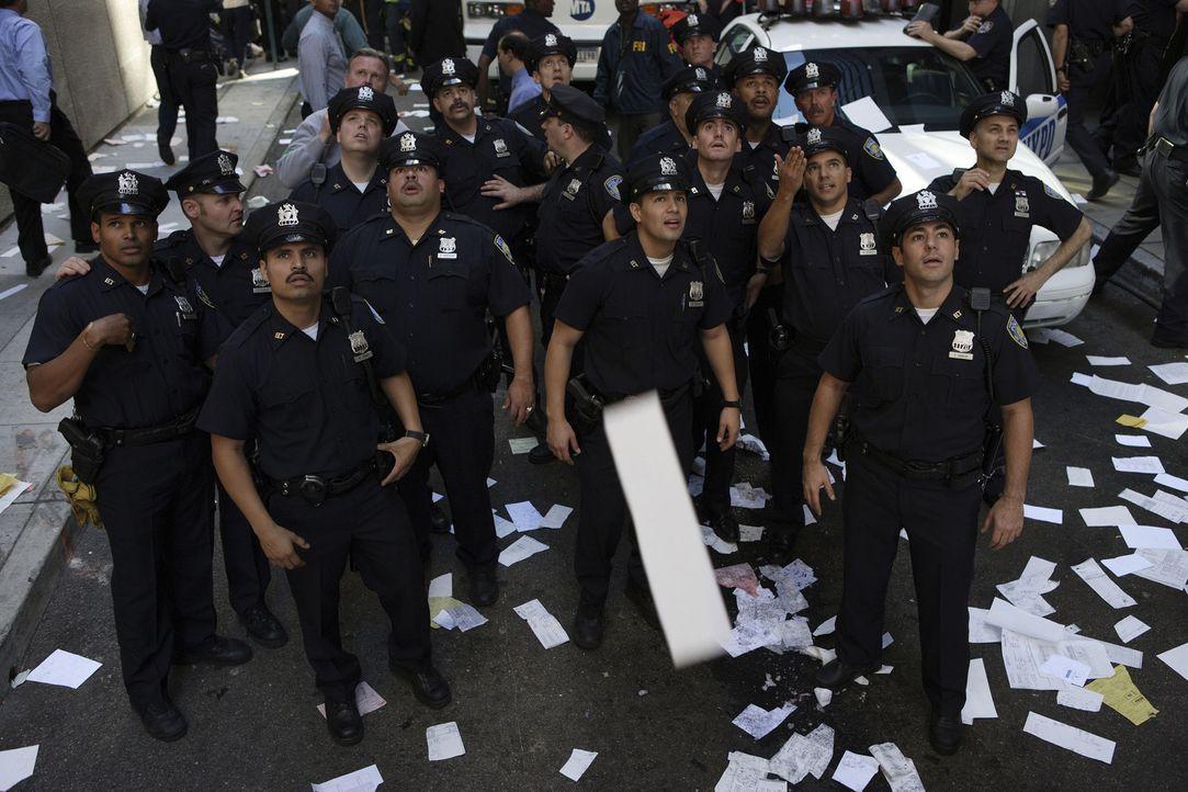 Eine Einheit der New Yorker Cops versucht die Opfer zu retten, doch dann kommt es zum Einsturz ... - Bildquelle: TM &   Paramount Pictures. All Rights Reserved.