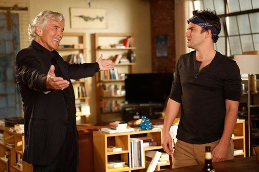 New Girl - Nick (Jake Johnson, r.) bekommt unerwartet Besuch von seinem Vater...