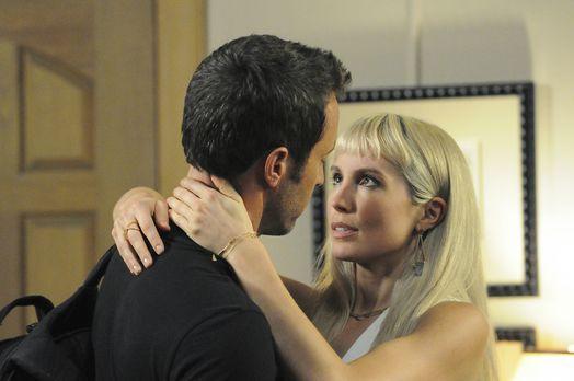 Einen romantischen Abend wollen die Verliebten Lynn (Sarah Carter, r.) und St...