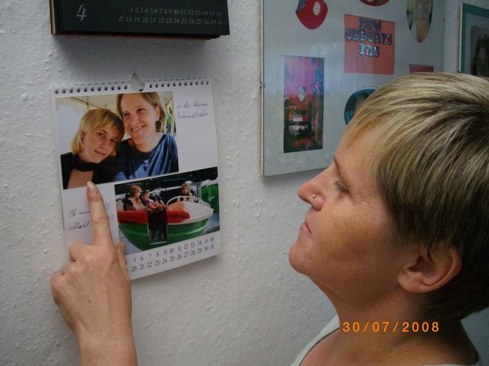 Simone Blümel (Bild) ist auf der Suche nach ihrer Tochter Carolin, die seit dem 18. September 2008 spurlos verschwunden ist ... - Bildquelle: SAT.1
