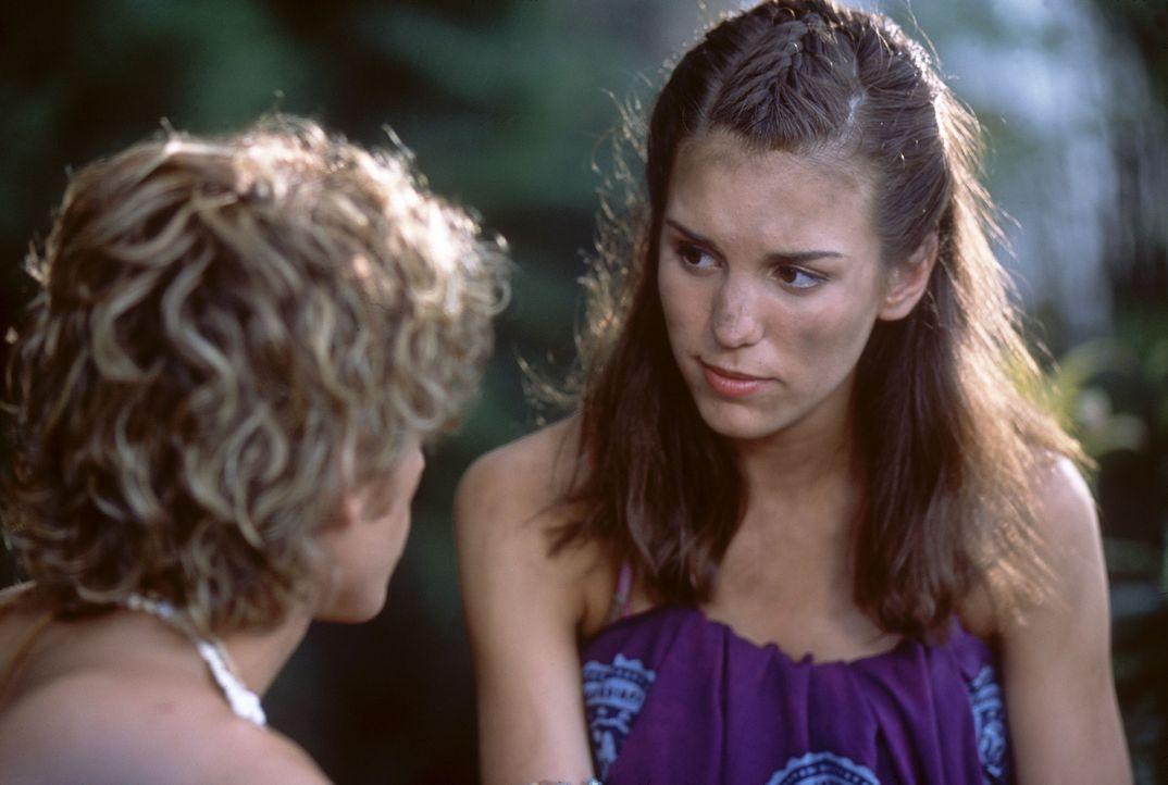 Noch ahnt die attraktive Ren (Christy Carlson Romano) nicht, dass sie und ihre Familie Opfer skrupelloser Fernsehmacher geworden sind ... - Bildquelle: The Disney Channel