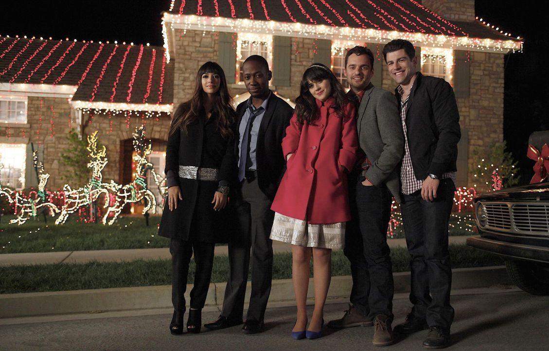 Ihr erstes gemeinsames Weihnachtsfest steht vor der Tür: (v.l.n.r.) Cece (Hannah Simone), Winston (Lamorne Morris), Jess (Zooey Deschanel) Nick (Ja... - Bildquelle: 20th Century Fox