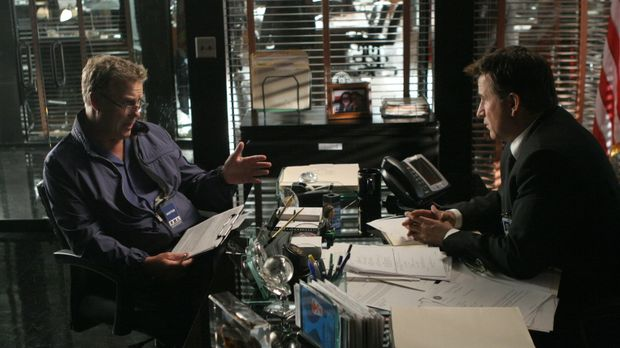 Gil Grissom (William Petersen, l.) kommt aus Las Vegas, um Jack Malone (Antho...