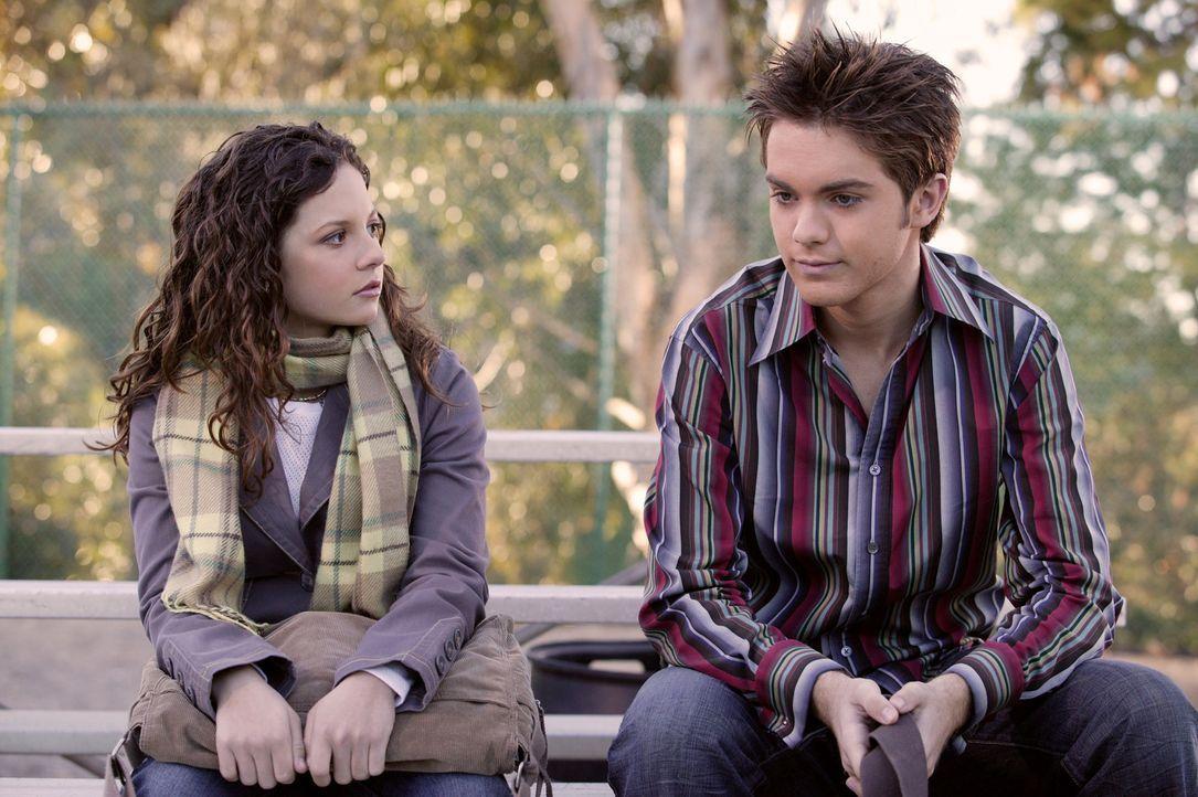 Der Valentinstag steht vor der Tür. Ruthie (Mackenzie Rosman, l.) hat in Vincent (Thomas Dekker, r.) einen tollen Verehrer gefunden, doch das schein... - Bildquelle: The WB Television Network