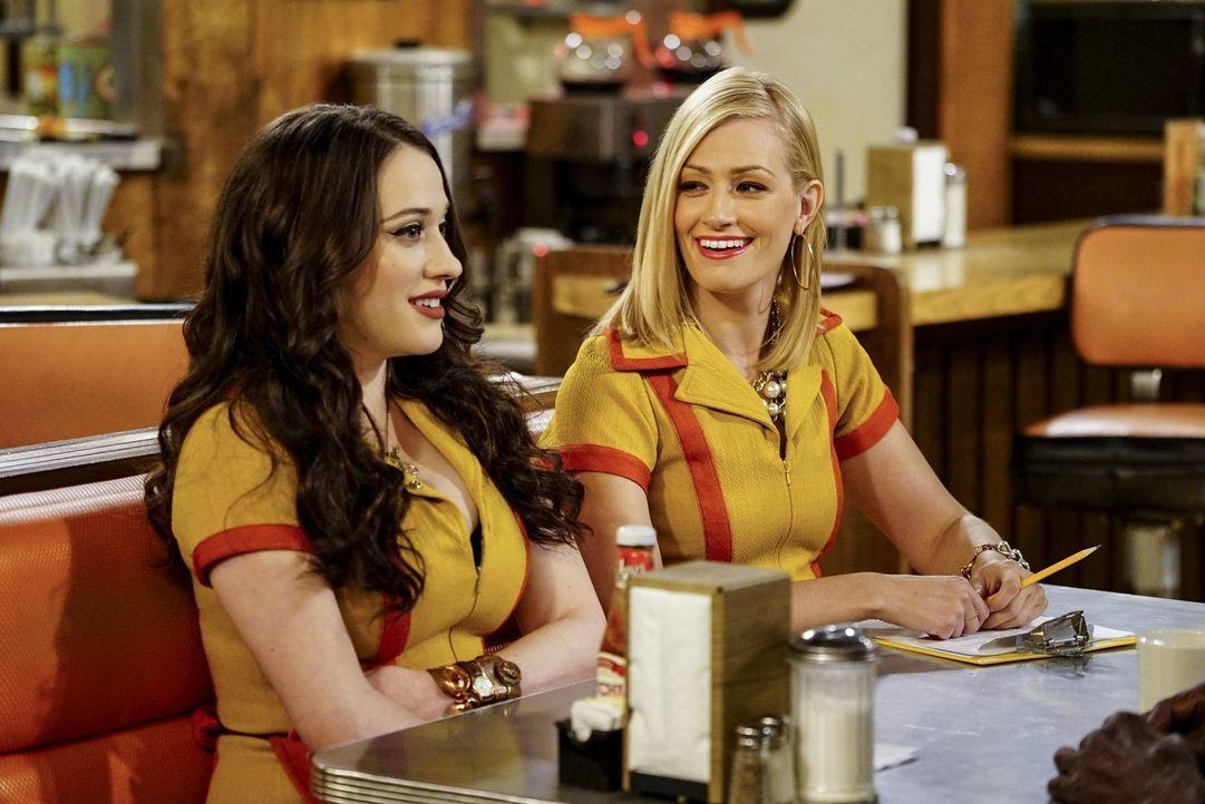 Die neuen Teilhaberinnen im Diner: Max (Kat Dennings, l.) und Caroline (Beth Behrs, r.) ... - Bildquelle: Warner Bros. Television