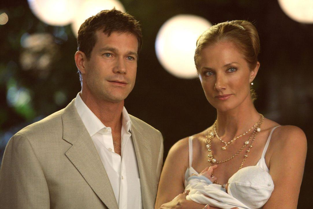 Wollen ihre Liebe durch eine erneute Heirat festigen: Sean (Dylan Walsh, l.) und Julia (Joely Richardson, r.) ... - Bildquelle: TM and   2004 Warner Bros. Entertainment Inc. All Rights Reserved.