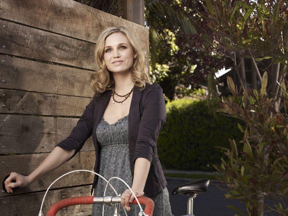 (1. Staffel) - Ryan verliebt sich in seine hübsche Nachbarin Jenna (Fiona Gubelmann) ... - Bildquelle: 2011 FX Networks, LLC. All rights reserved.