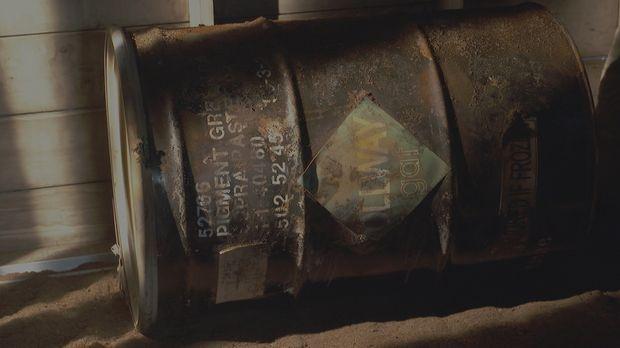 Gruseliger Fund: Im Jahr 1999 wird ein altes Benzin-Fass in einem Hohlraum un...