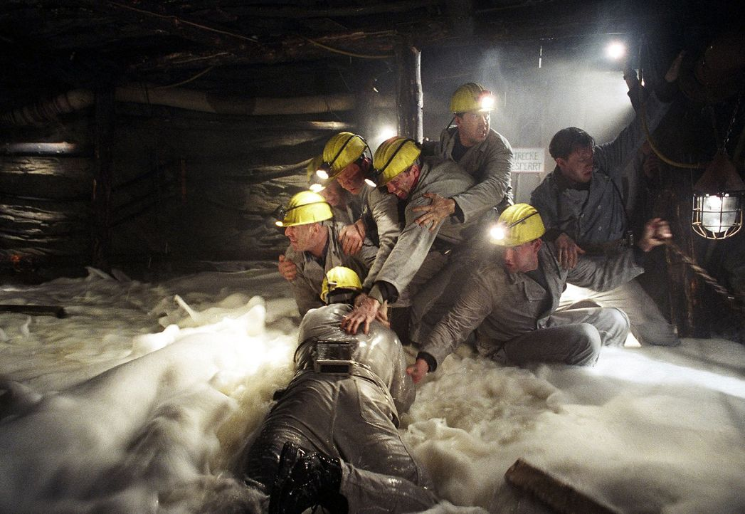 Binnen Minuten überflutet das Klärwasser die Grube. - Bildquelle: Gordon Mühle Sat.1