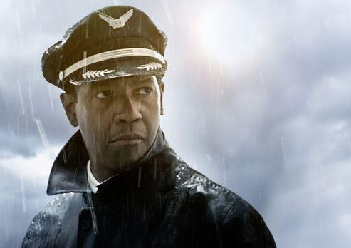 Flight - Der als Held gefeierte Pilot Whip Whitaker (Denzel Washington) muss...