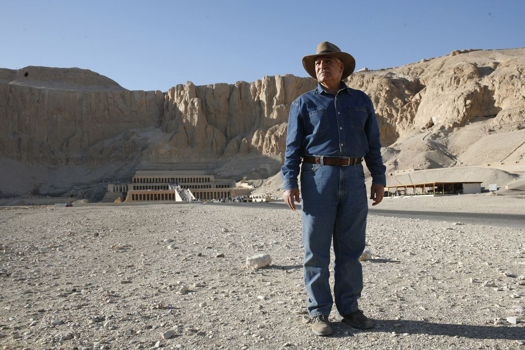 Der Mumienjäger: Dr. Zahi Hawass (Foto) ist Archäologe und Ägyptologe. Neben seiner Tätigkeit als Generalsekretär der ägyptischen Altertümerverwaltu... - Bildquelle: Shawn Baldwin 2010 A&E TELEVISION NETWORKS. All Rights Reserved.