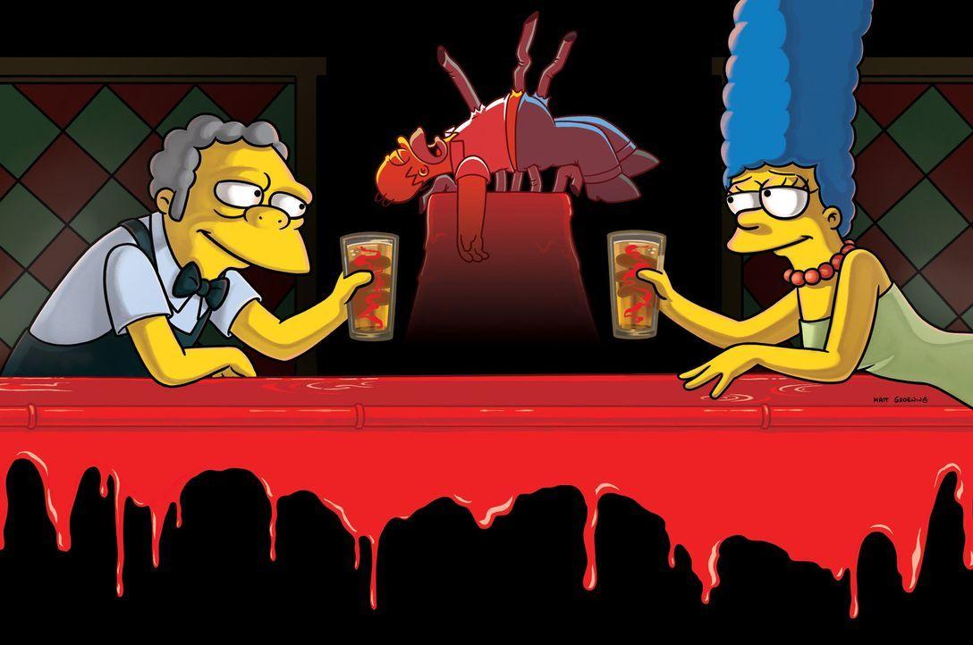 Nachdem Homer von der Rohren der Bierzapfanlage aufgespießt wurde, bekommt Moes (l.) Bier eine glücklich machende Wirkung, was auch Marge (r.) am... - Bildquelle: und TM Twentieth Century Fox Film Corporation - Alle Rechte vorbehalten