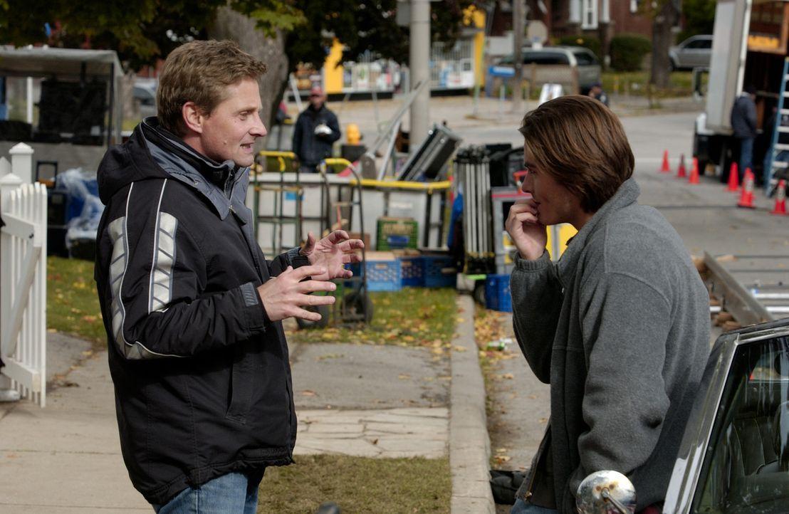 Letzte Regieanweisungen: Regisseur Nick Hurran, l. und sein Hauptdarsteller Kevin Zegers, r. - Bildquelle: Sony Pictures Television International