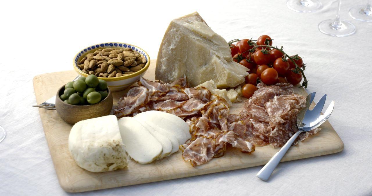 Was wäre die Küche Italiens ohne Antipasti. Giada widmet sich diesmal den kleinen Köstlichkeiten ... - Bildquelle: 2015,Television Food Network, G.P. All Rights Reserved