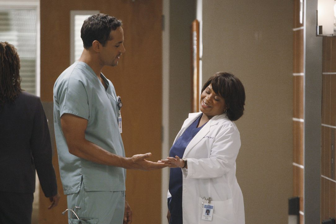 Sind glücklich miteinander: Bailey (Chandra Wilson, r.) und Eli (Daniel Sunjata, l.) ... - Bildquelle: ABC Studios