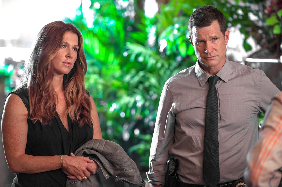 Ein neuer Fall wartet auf Detective Carrie Wells (Poppy Montgomery, l.) und Detective Al Burns (Dylan Walsh, r.) ... - Bildquelle: 2013 Sony Pictures Television Inc. All Rights Reserved.