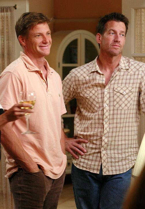 Versuchen, das Beste aus dem Spieleabend zu machen: Mike (James Denton, r.) und Tom (Doug Savant, l.) ... - Bildquelle: ABC Studios