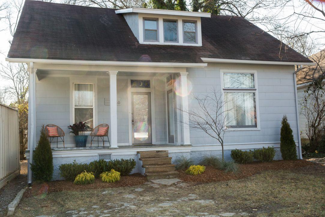 Das alte Haus von Billy und Devon würde nicht sehr viel Geld einbringen, doch das brauchen sie, wenn sie sich ein neues, größeres Haus leisten wolle... - Bildquelle: Matt Blair 2015,HGTV/Scripps Networks, LLC. All Rights Reserved